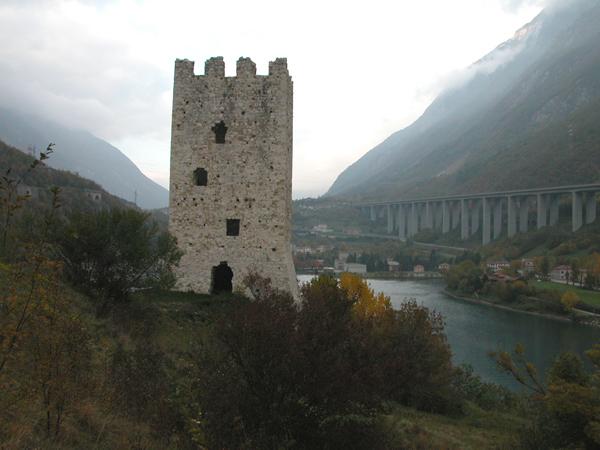 Torre di San Floriano e il lago del Restello
