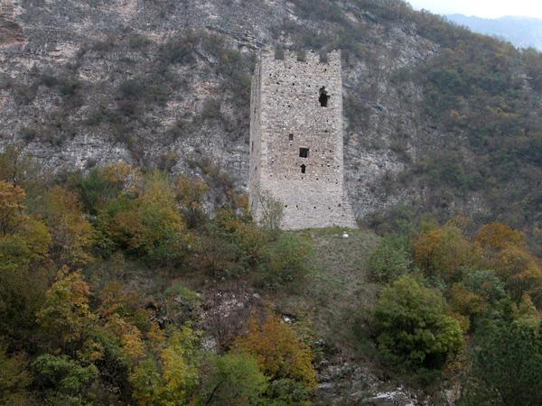 Torre di San Floriano sullo sfondo del Col Visentin