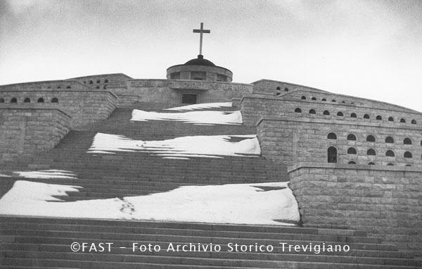 Cima Grappa, monumento ai caduti nella Prima Guerra Mondiale - Foto Archivio Storico Treviso
